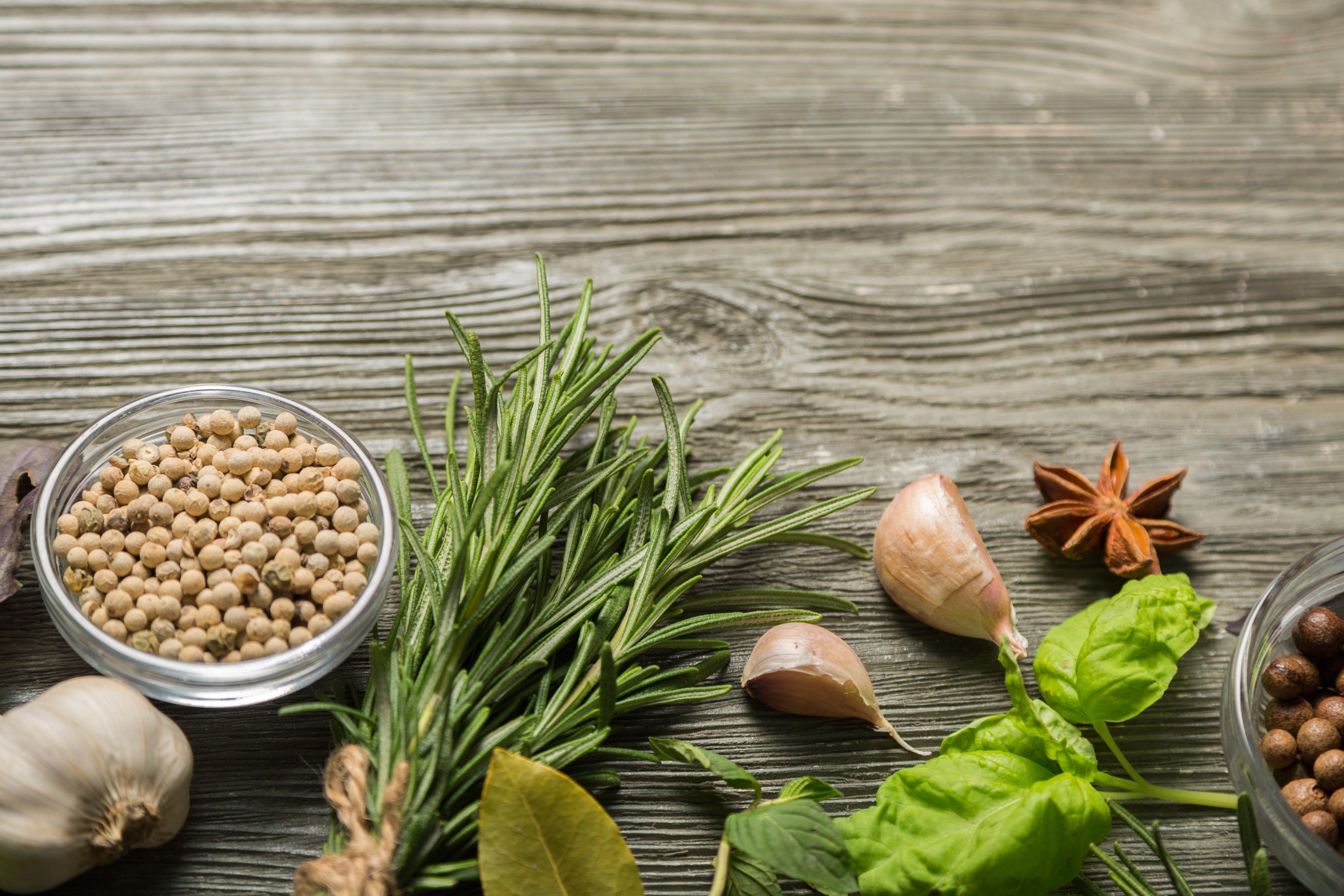 Italian Spices and Herbs, Italian Garden, Italian Herb Garden, Growing Garlic, Growing Basil, Growing Parsley