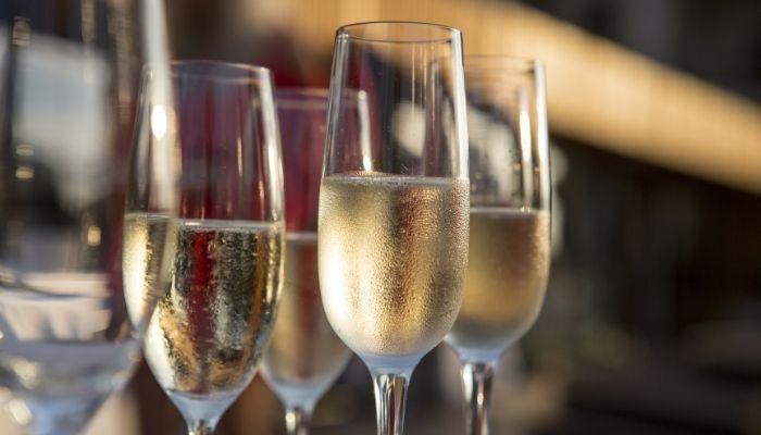 Financially Savvy Saluti! Tips for Saving Money on Alcohol